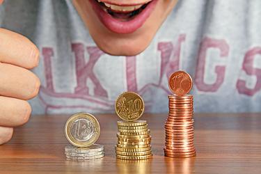 Jugendlicher mit Geld